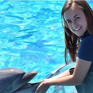 Dagje uit - Dolfinarium Harderwijk: meisje met dolfijn
