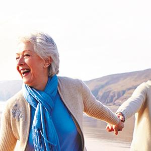 Fitavie - Man en vrouw lachend op het strand