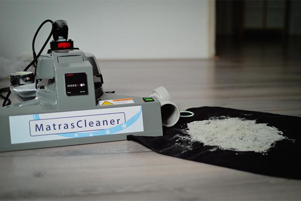 Matrasreiniging - MatrasCleaner met vuil