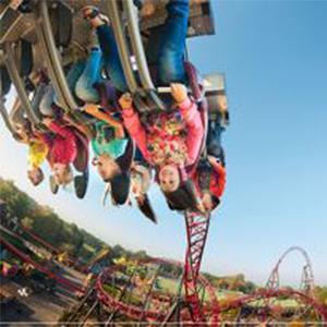 Dagje uit - Attractiepark Slagharen: kinderen in een attractie